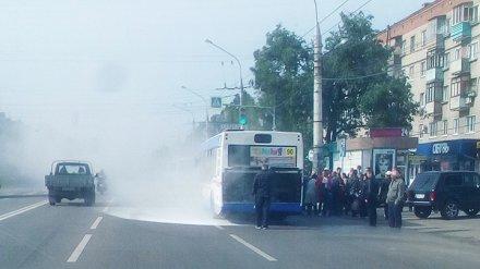 Очевидцы: в Воронеже загорелся автобус №90