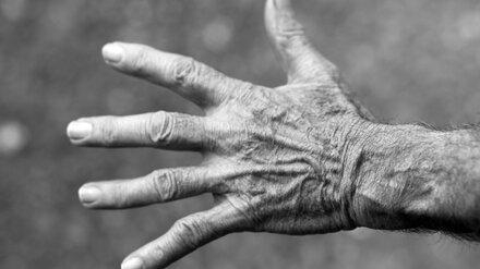 В Воронеже пенсионер несколько дней пролежал без сознания в закрытой квартире