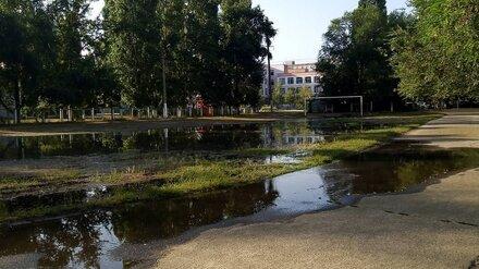 Стадион гимназии в Воронеже ушёл под воду из-за коммунальной аварии