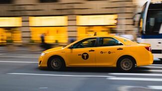 Воронежцы сообщили о нападении с ножом на таксиста