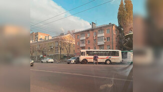 Маршрутка и иномарка столкнулись на центральной улице Воронежа