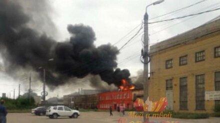 Пожар на бывшем экскаваторном заводе напугал воронежцев