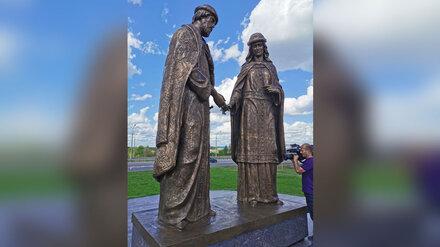 Под Воронежем открыли созданный Зурабом Церетели памятник Петру и Февронии