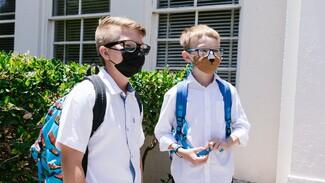 Стали известны сроки начала вакцинации подростков от коронавируса