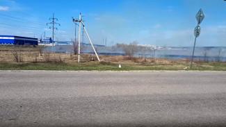 Крупный пожар у индустриального парка под Воронежем попал на видео