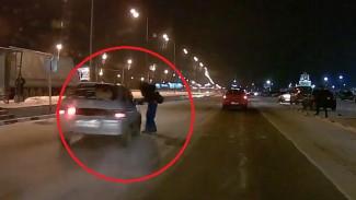 ВИДЕО: Под Воронежем легковушка сбила мужчину на пешеходном переходе у ТЦ
