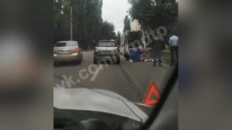 В Воронеже перебегавшая дорогу 20-летняя девушка попала под колёса машины