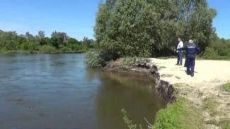 В Воронежской области прекратили поиски деда, прыгнувшего в реку за 8-летней внучкой