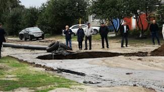 Появилось видео с места новой коммунальной аварии в Россоши