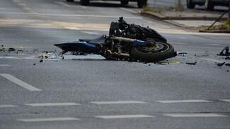 В Воронежской области мотоциклист врезался в иномарку и погиб