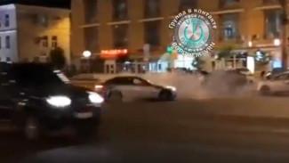 Водитель BMW устроил опасный ночной дрифт в центре Воронежа