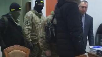 Появилось видео, как силовики пришли за начальником отдела МВД под Воронежем