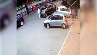 В центре Воронежа иномарка наехала на коляску с новорождённым