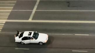 В Воронеже наказали автомобилиста, прокатившего на багажнике BMW пассажира