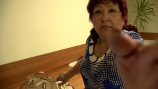 Мать мажора, сбившего курсанта МЧС, отбилась от журналистов в воронежском суде