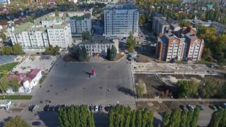 Ко Дню города в Семилуках обновили центральную площадь
