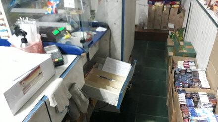 В воронежском райцентре пьяный мужчина жестоко убил продавщицу в магазине