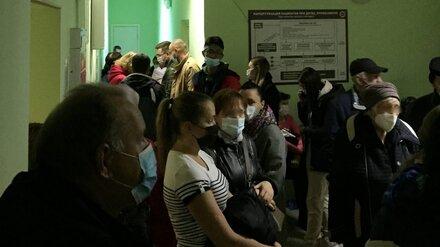 Воронежцы показали фото и видео из переполненных поликлиник в разных районах города