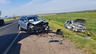 Под Воронежем водитель Ford при обгоне грузовика устроила массовое ДТП с 2 пострадавшими