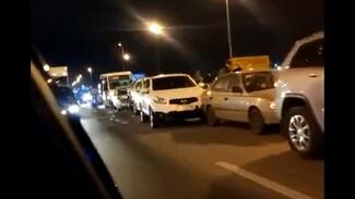 Воронежцы сообщили о массовом ДТП с 8 машинами: есть пострадавшая