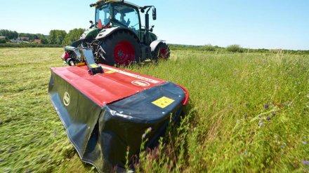 В Воронежской области сельчанин на косилке раздавил отдыхавшего в траве мужчину