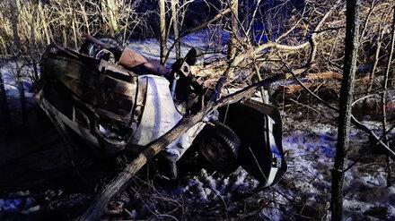 В Воронежской области ВАЗ вылетел в кювет и перевернулся: пострадали 3 человека