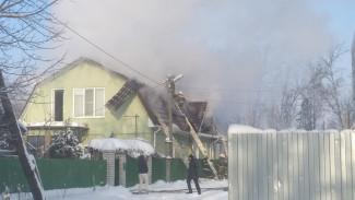 Воронежцев напугал серьёзный пожар в частном секторе микрорайона Сомово