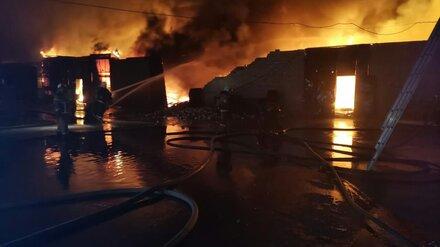 В Воронеже локализовали крупный пожар на складе