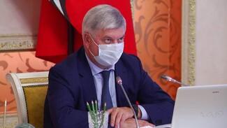 Воронежский губернатор удивился недоверию социальных работников к вакцине от ковида