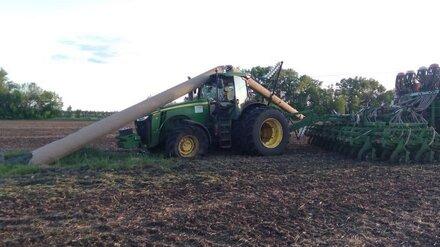 В Воронежской области трактор протаранил опору ЛЭП