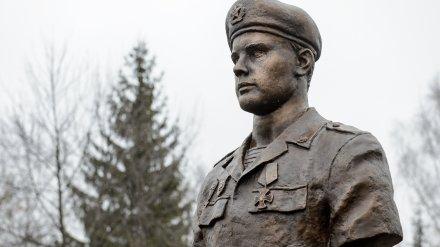 Под Воронежем открыли бюст погибшего в Аргунском ущелье бойца 6 роты