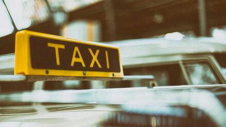 В Воронеже пьяный таксист «Ситимобила» протаранил две машины и вылетел в кювет