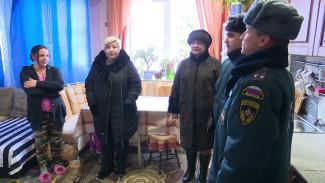 Оголённые провода и опасные обогреватели. Воронежские спасатели проверили дома многодетных семей
