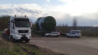 Атомный реактор для Курской АЭС-2 вытянули на сушу под Воронежем
