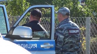 Пытавшие воронежского депутата и его семью налётчики вместе с ценностями забрали оружие