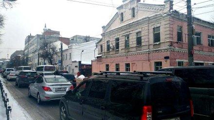 Предновогодняя суета спровоцировала в Воронеже огромные пробки