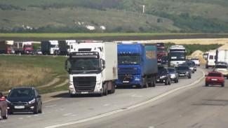 Запрет для фур на воронежском участке М-4 у Лосево вылился в ночные 20-километровые пробки