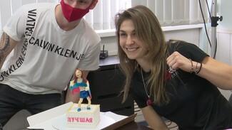 Чемпионке мира по боксу из Воронежа подарили торт с её фигурой