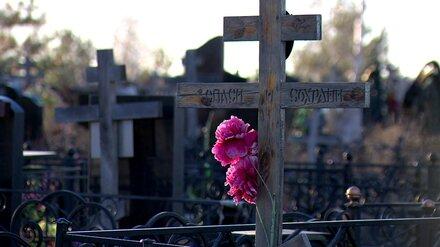 В Воронежской области на кладбище нашли тело мужчины