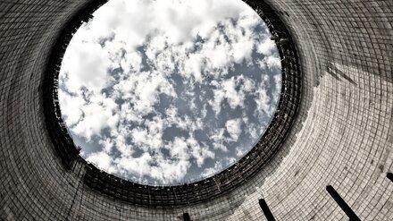 На воронежском заводе электрик упал с 4-метровой высоты