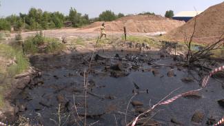 В Воронежской области ищут владельца озера мазута, в котором едва не погиб мужчина