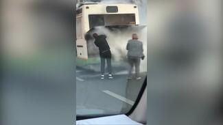 Воронежский перевозчик пообещал отблагодарить водителя, который помог потушить автобус