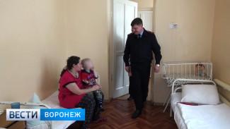 В Воронежской области спасители замёрзшего мальчика навестили его в больнице