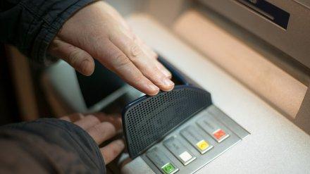 В Воронеже старушка лишилась крупной суммы денег, переводя «госпошлину» через банк