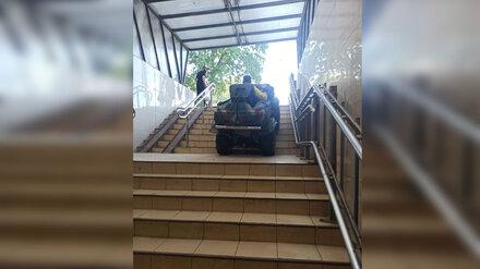 Полиция заинтересовалась проехавшим по подземному переходу в Воронеже квадроциклистом
