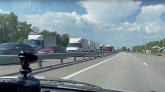 В Воронежской области трассу в сторону юга вновь парализовала многокилометровая пробка