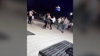 Массовую драку на Советской площади в Воронеже сняли на видео