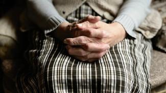 В Воронеже старушка согласилась принять помощь лжесоцработника и оказалась обворована