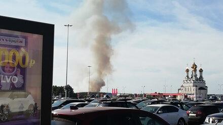 Воронежцы сообщили о крупном пожаре у сити-парка «Град»