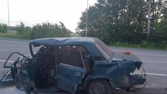 В Воронежской области в лобовом столкновении погиб мужчина и пострадали 4 человека